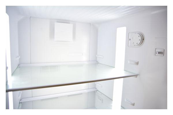 4 adjustable glass shelves